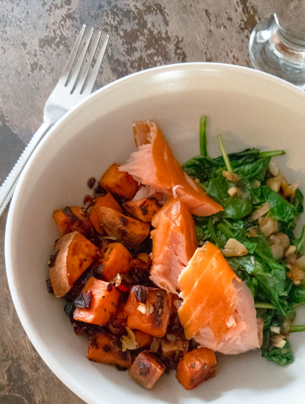 This smoked salmon breakfast bowl recipe is gluten, dairy and sugar free. Easy to make ahead, loaded with veggies and AIP compliant. peelwithzeal.com