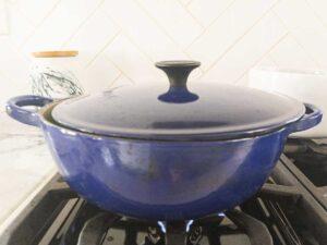tilting lid on pan