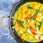 thai green curry in a pan